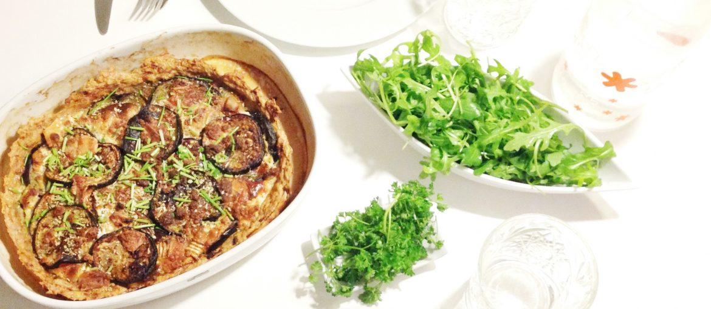 Kylling tærte som bund og toppet med aubergine og gedeost. Glutenfri, palæo og sund aftensmad til hele familien. Sunde måltider