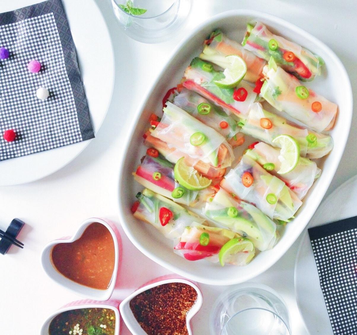 SUNDE OPSKRIFTER Vietnamesiske forårsruller og tre slags dip: chili, peanut og sesam