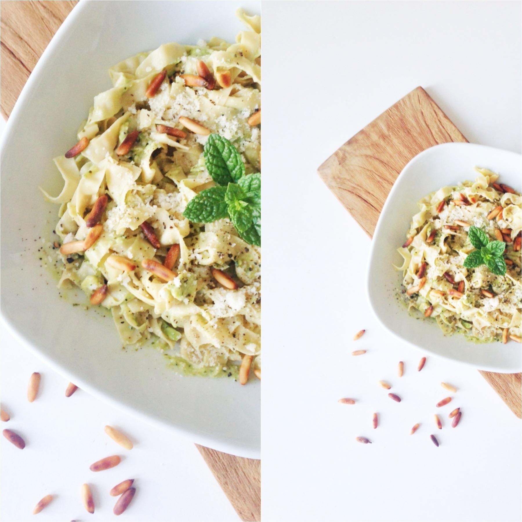 Vegetarret med pasta, som er bønnepasta. Med pesto, avokado og pinjekerner.