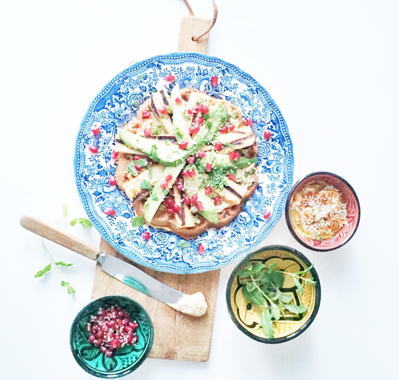 sunde vafler med hummus og libanesisk inspireret, vegetarisk frokost