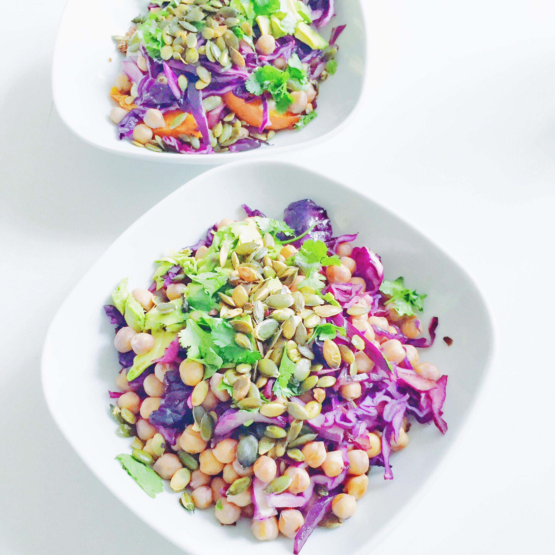 Salat bowl med græskar, quinoa og rødkål