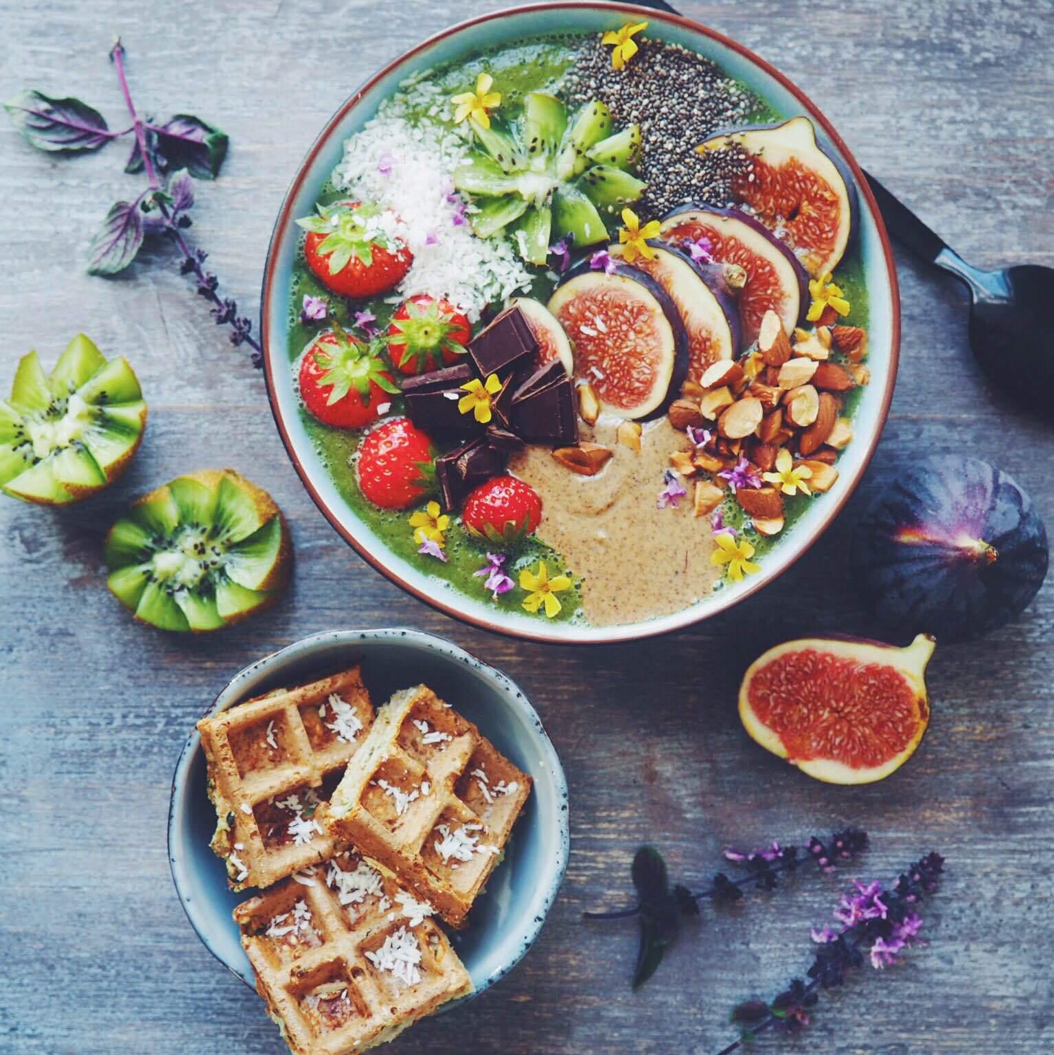 Vafler og grøn smoothie opskrift. Sund og glutenfri