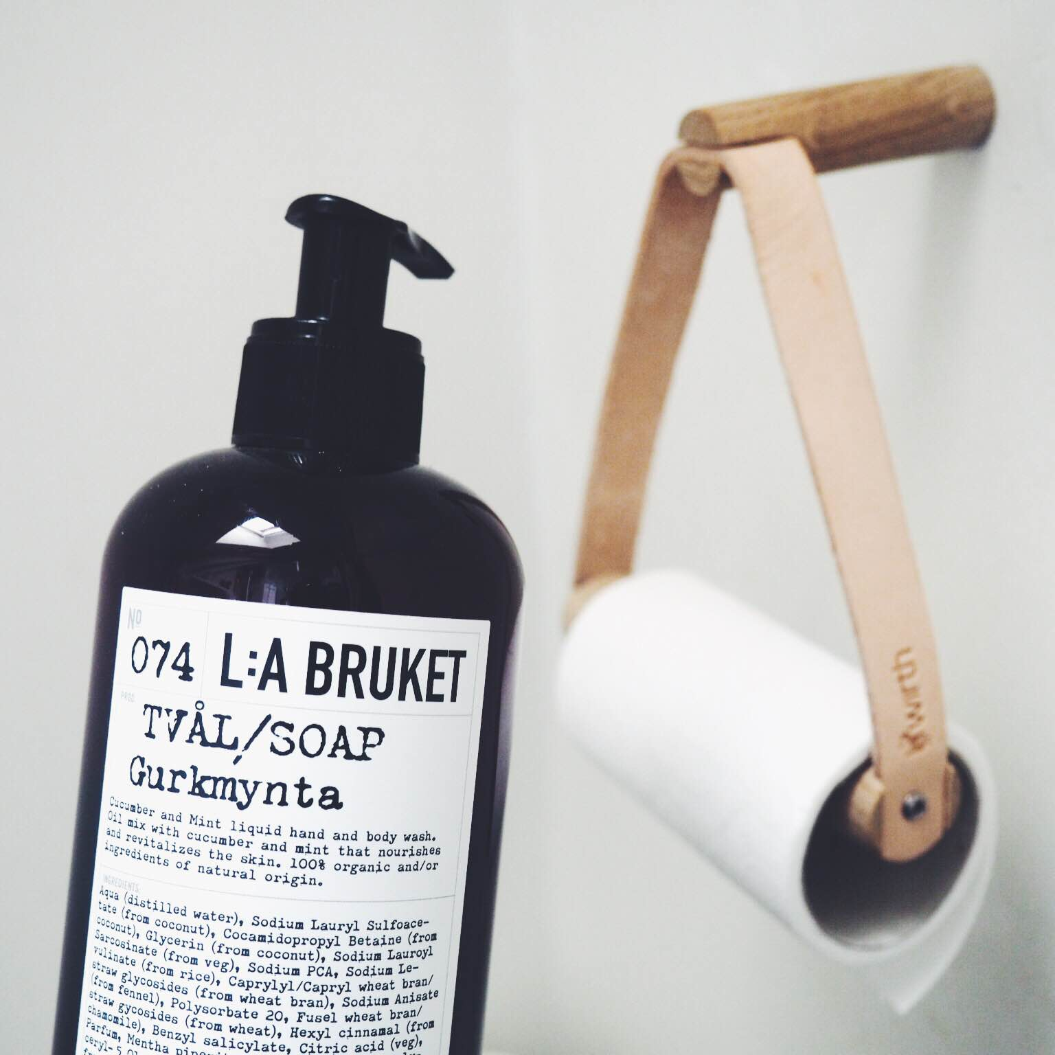 Sæbe fra svenske La Bruket og By Wirth toiletholder