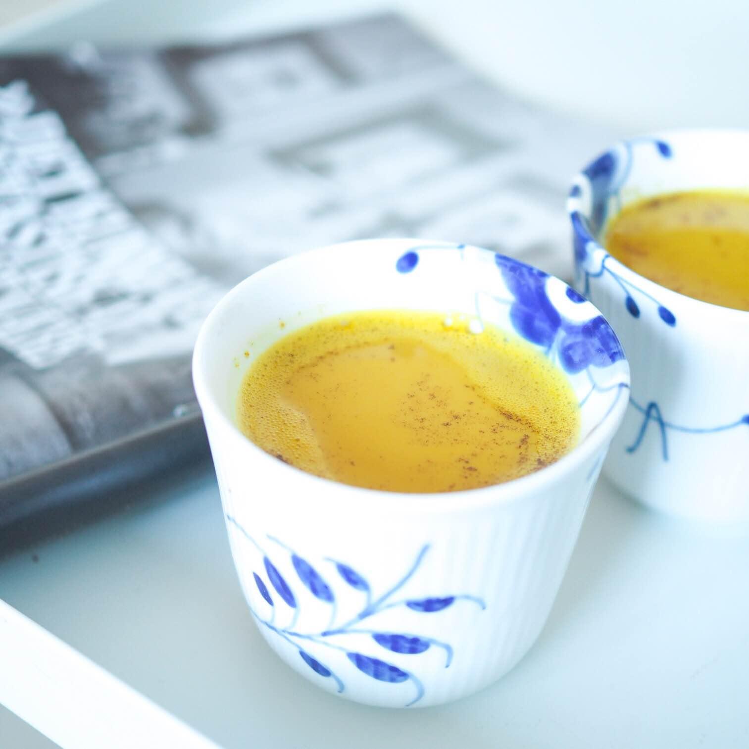 Gurkemeje latte - opskrift