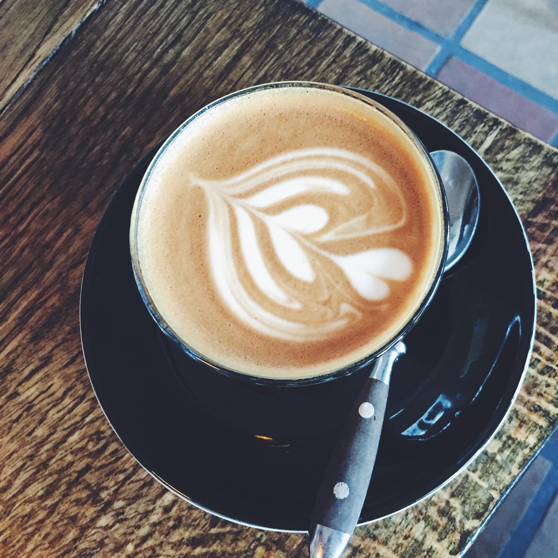 Havre latte med latte art hos Social, Nørrebro, København