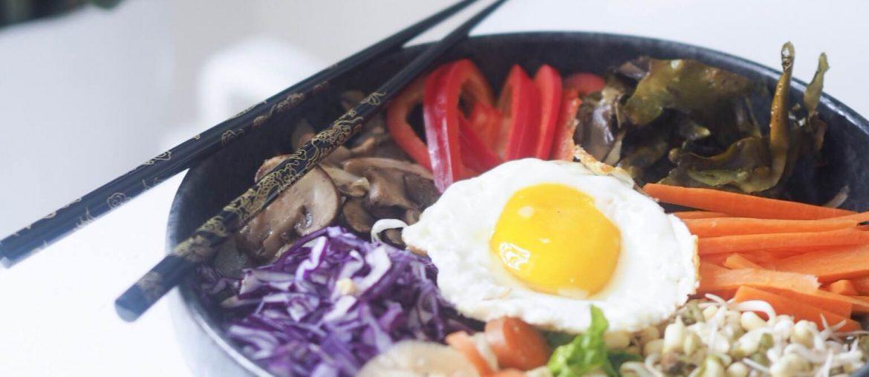Nem, lækker og sund aftensmad; bibimbap