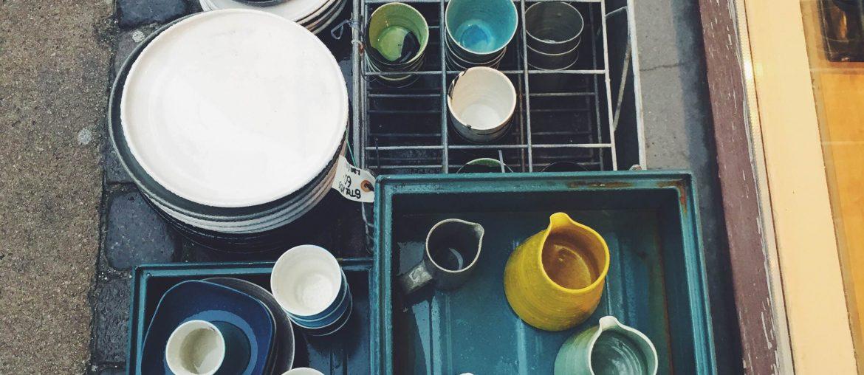 Per Bo keramik med både tallerkner, skåle, kopper og fade. Fremstillet på Christianshavn