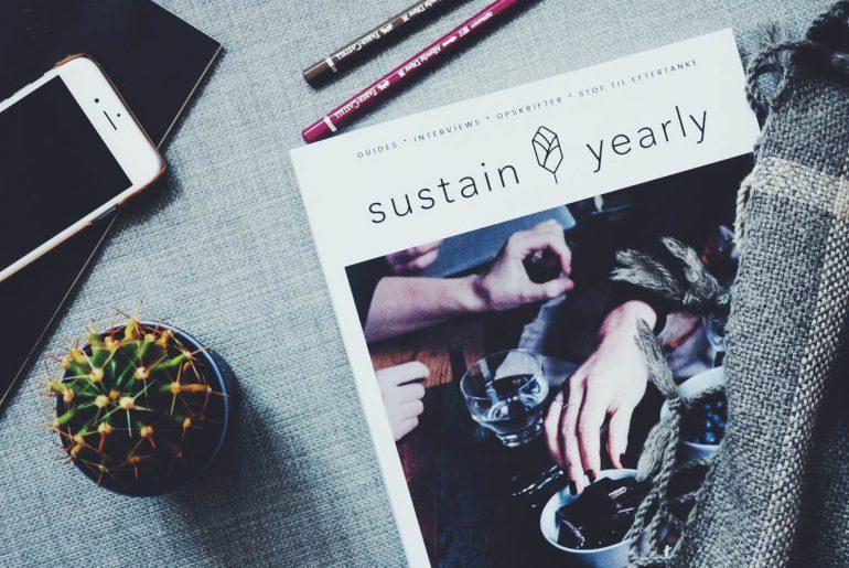 Sustain Yearly: et bæredygtigt magasin. Kaktus og iphone. Arbejde og iværksætteri.