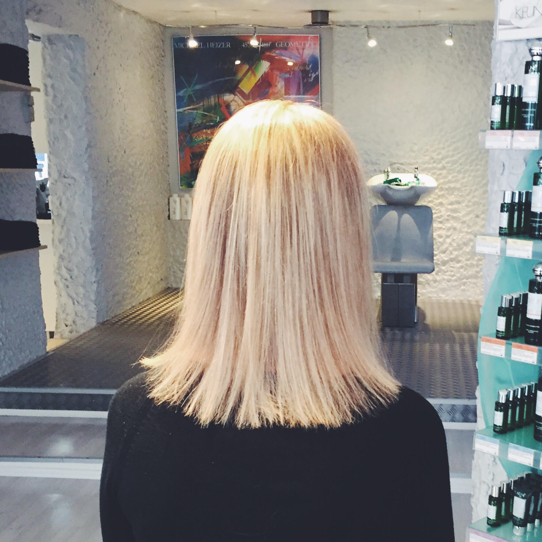 hair studio på Østerbro. Billig klipning og lyse striber. Frisør
