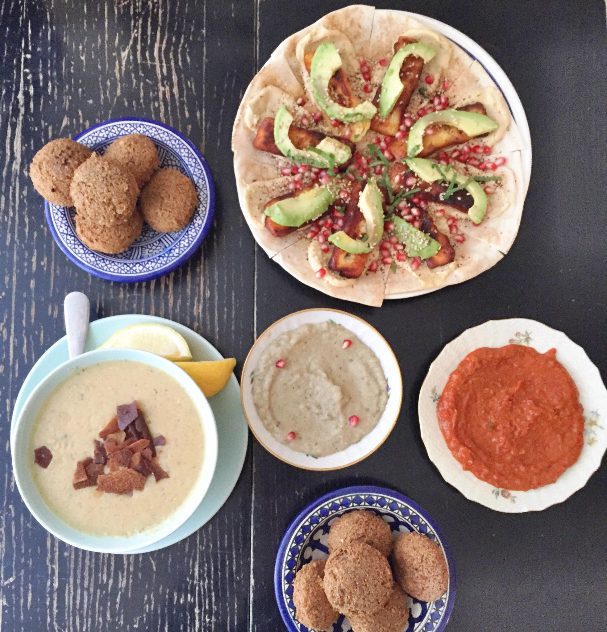 Mahalle på Nørrebro. Mellemøstligt tapas med baba ghanoush, hummus, peberfrugt dip, libanesisk pizza, halloumi, avokado. Falafel i København