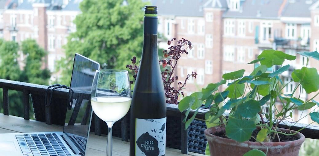 diy altan. Lav dit eget altanbord og bænke med opbevaring. Kølig hvidvin fra Biodynamite