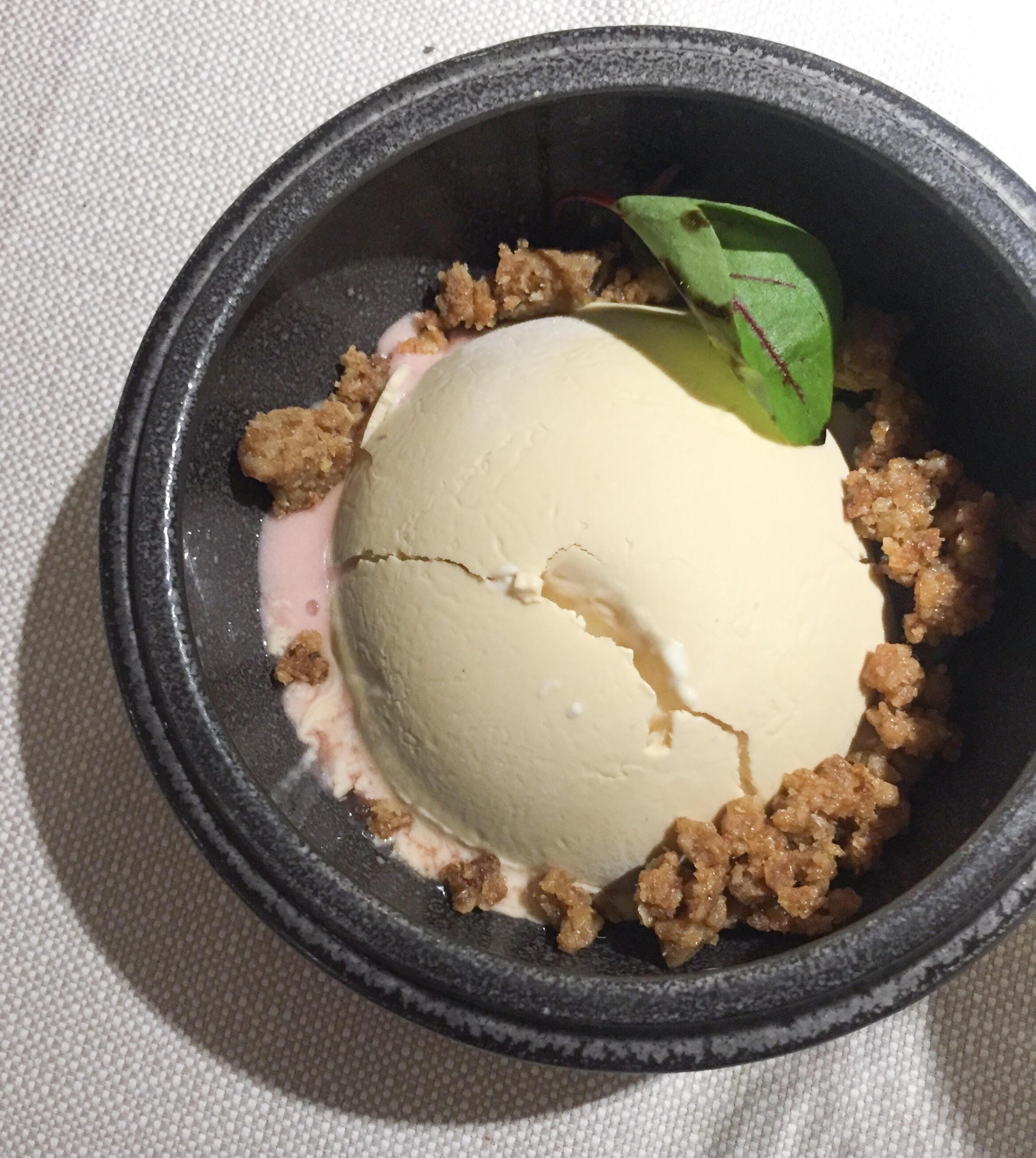 Lækreste dessert på VêVê: Rabarber og lakrids
