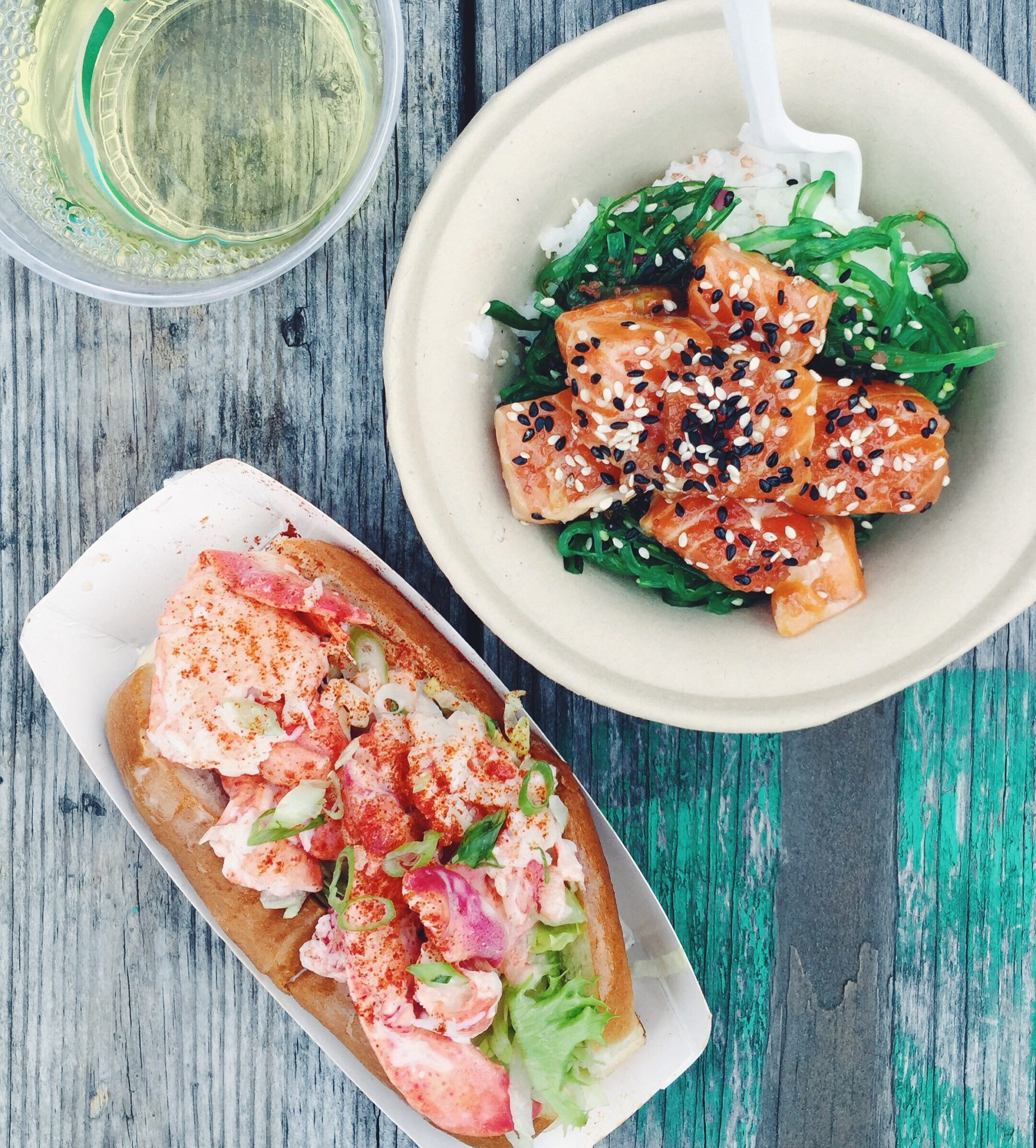 Street food på Smorgasburg i Williamsburg, Brroklyn. Poké bowl og lobster roll
