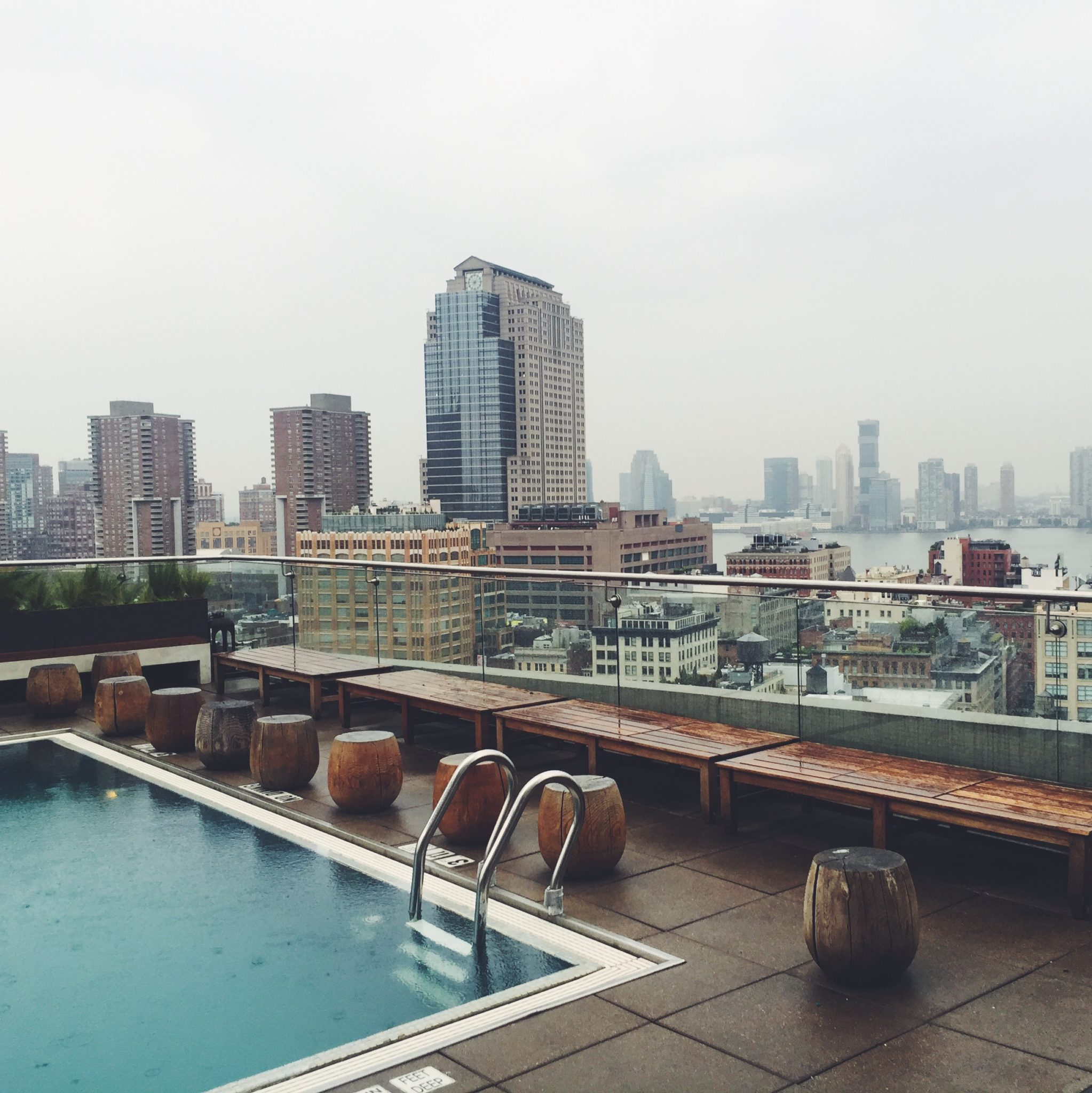 The James rooftop - yoga og rooftop pool i New York