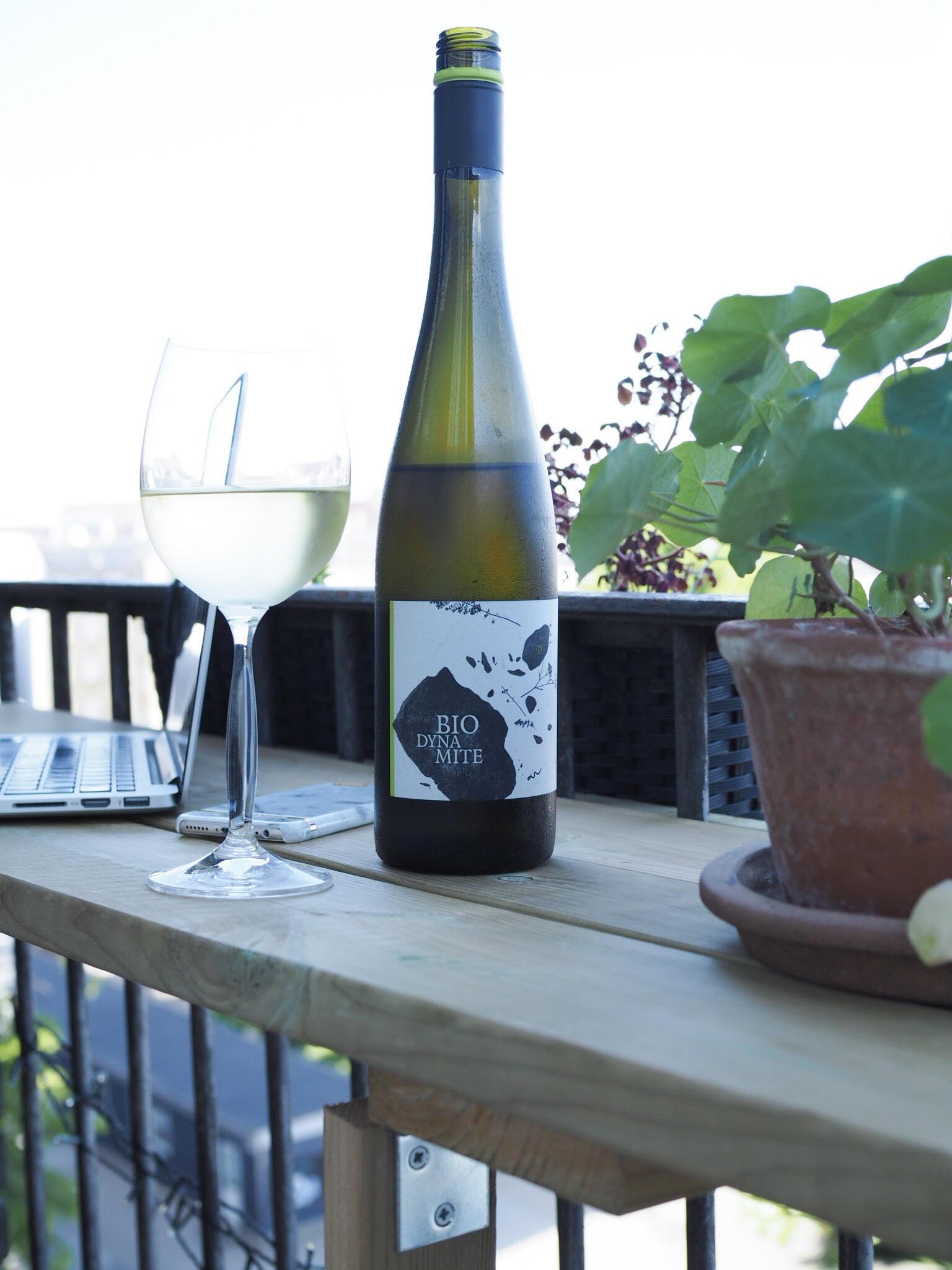biodynamite hvidvin og hængsler. Lav dit eget altanbord