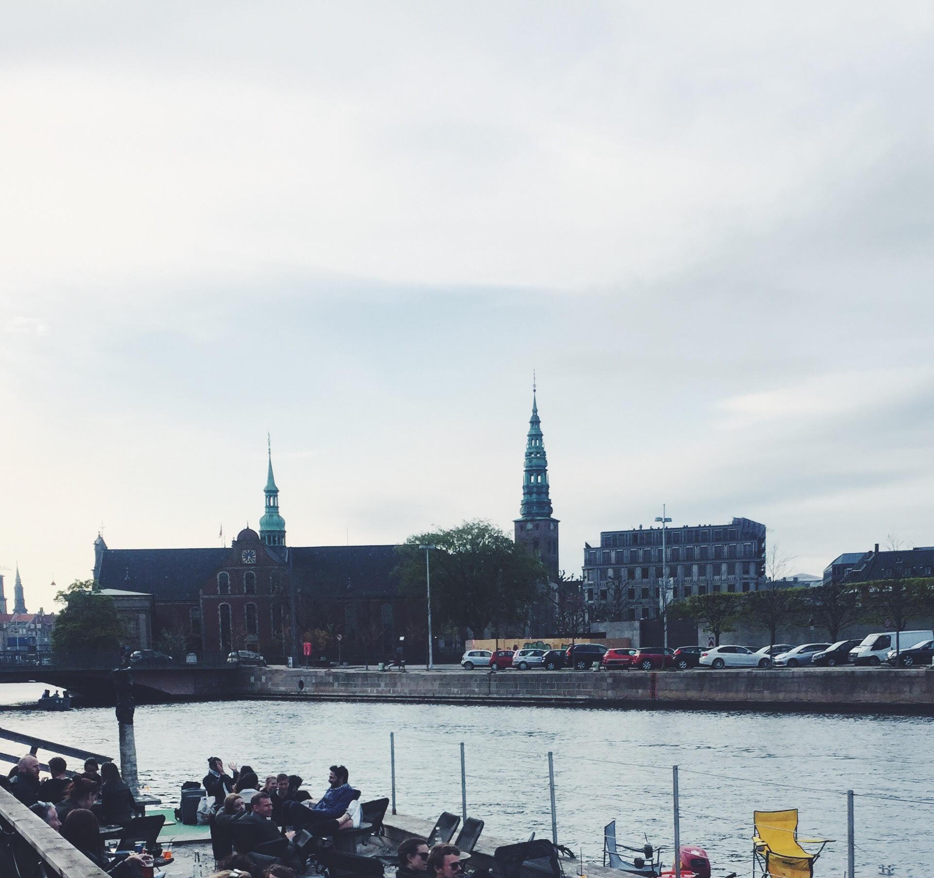 kayak bar. Sommerstemning i København. Fed bar og café uden for ved vandet