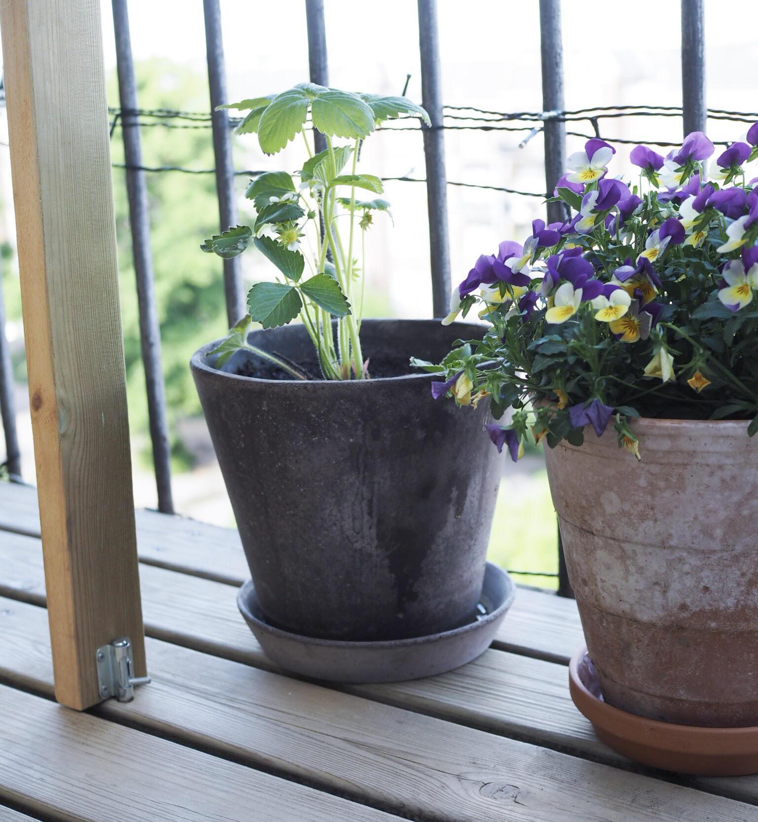Lav dit eget altanbord til en lille altan. DIY guide