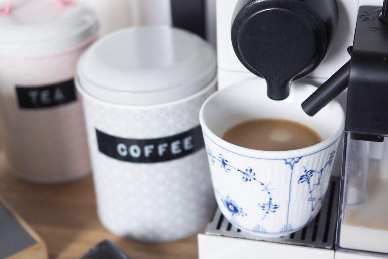genbruge kaffekapsler fra Nespresso med poser og holder til genbrug