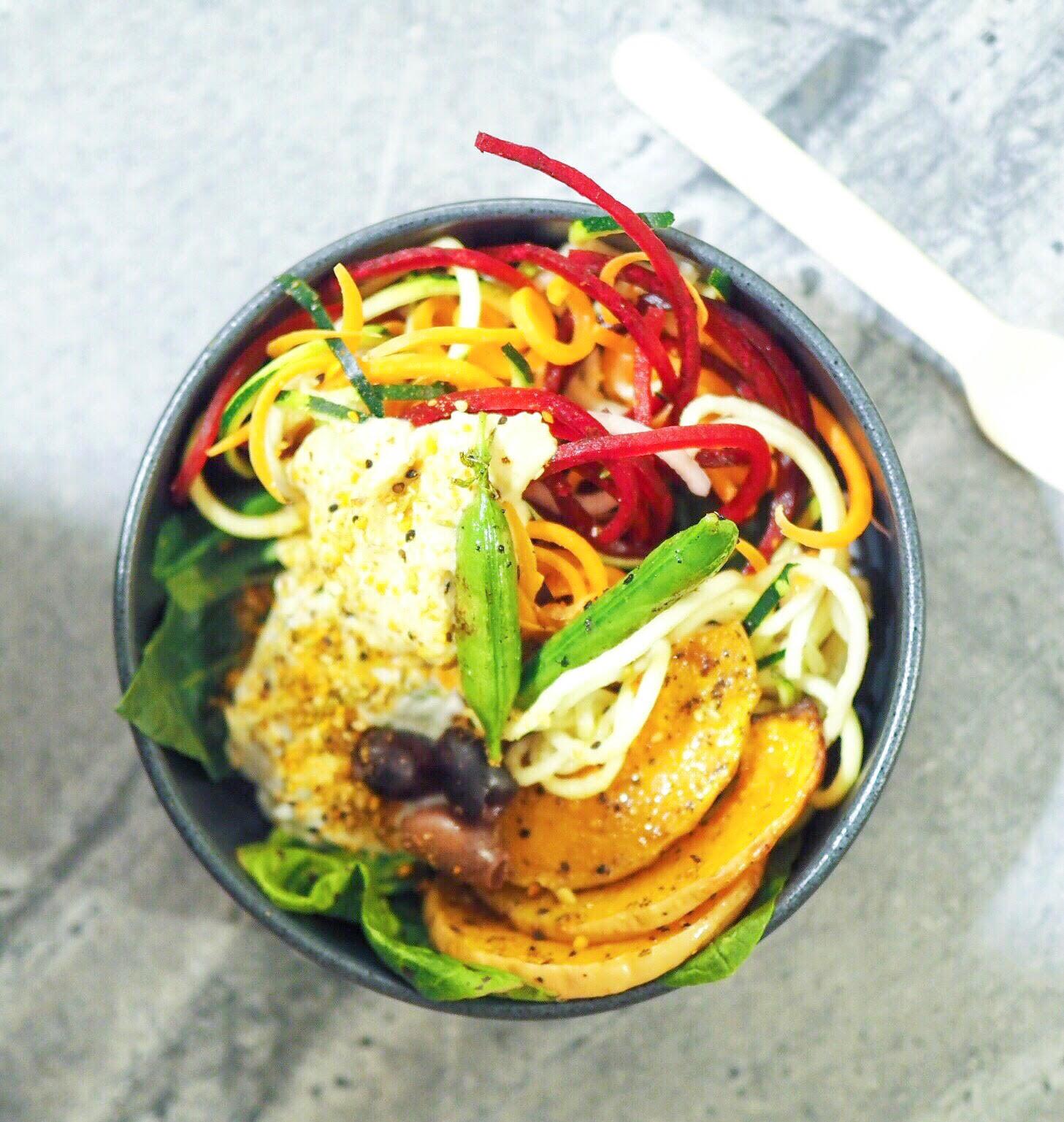 salat bowls og falafel fra Gló, Magasin