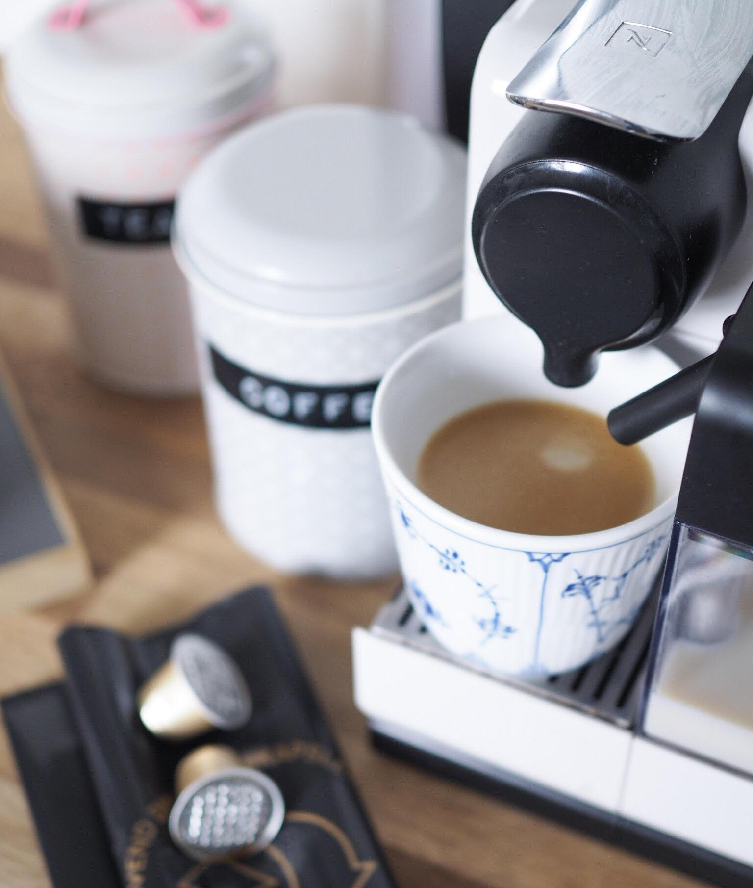kaffemaskine og mælkseskummer - genbrug af kapsler fra Nespresso og aluminimum