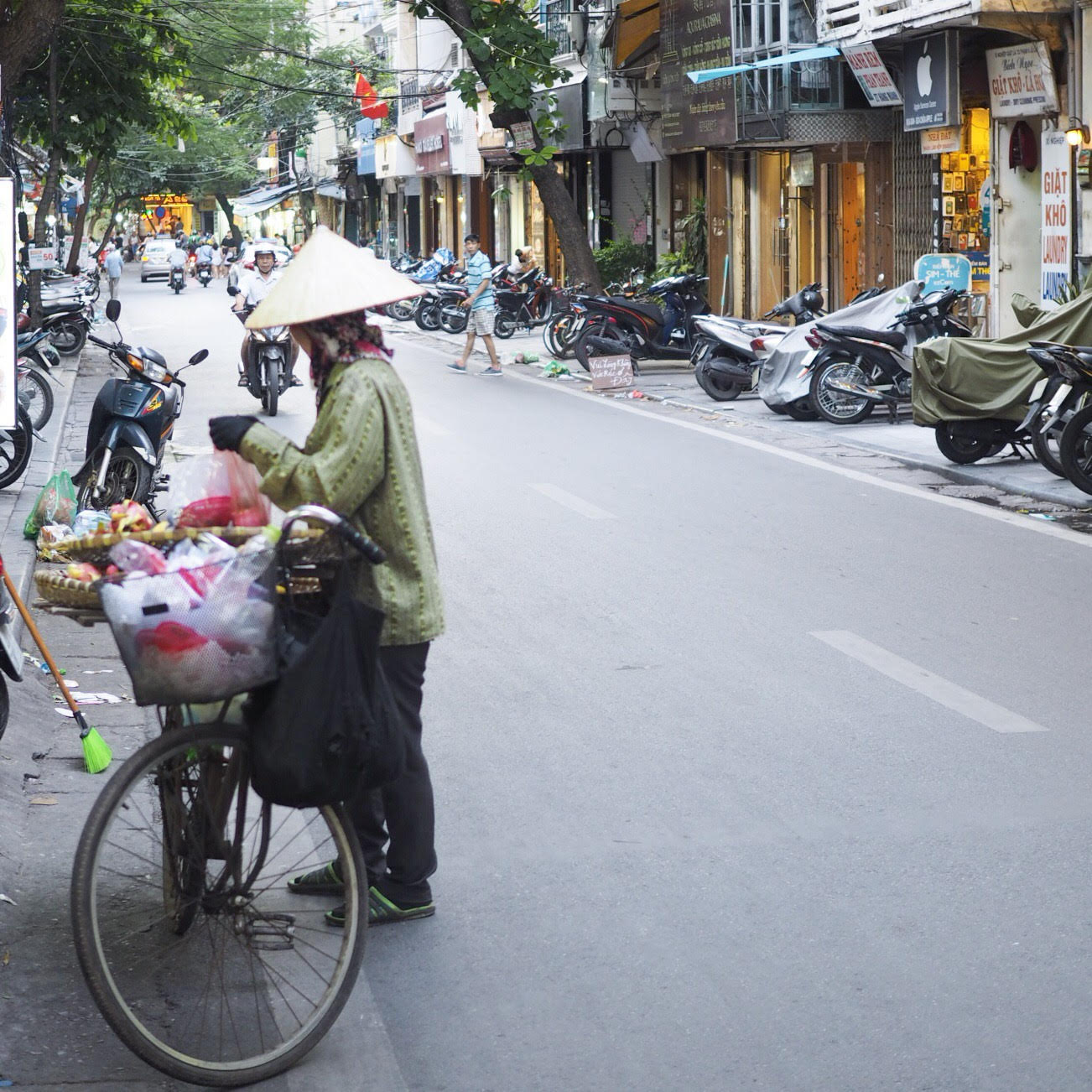 Trafik og gadeliv i Hanoi, Vietnam