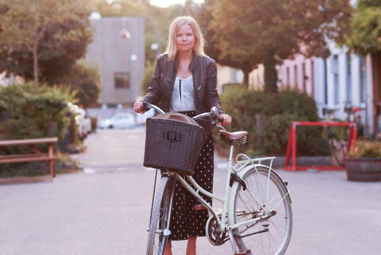 Camilla Stemann er flexitar fra copenhagenbyme. Cykel i København. Olufsvej