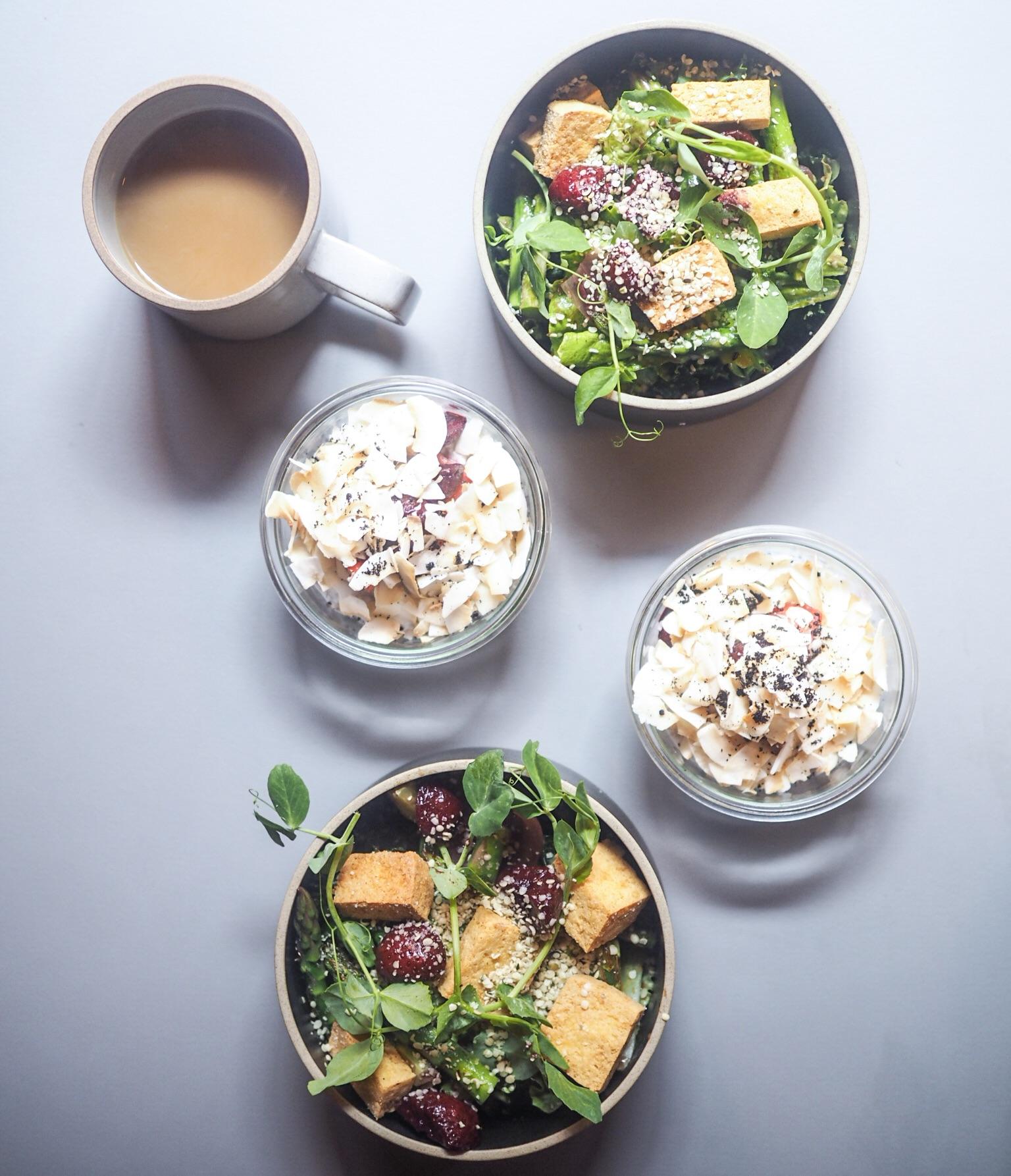 morgenmad på Hyggestund Vesterbro. Også et sund og vegetarisk udvalg med tofusalat og chiagrød