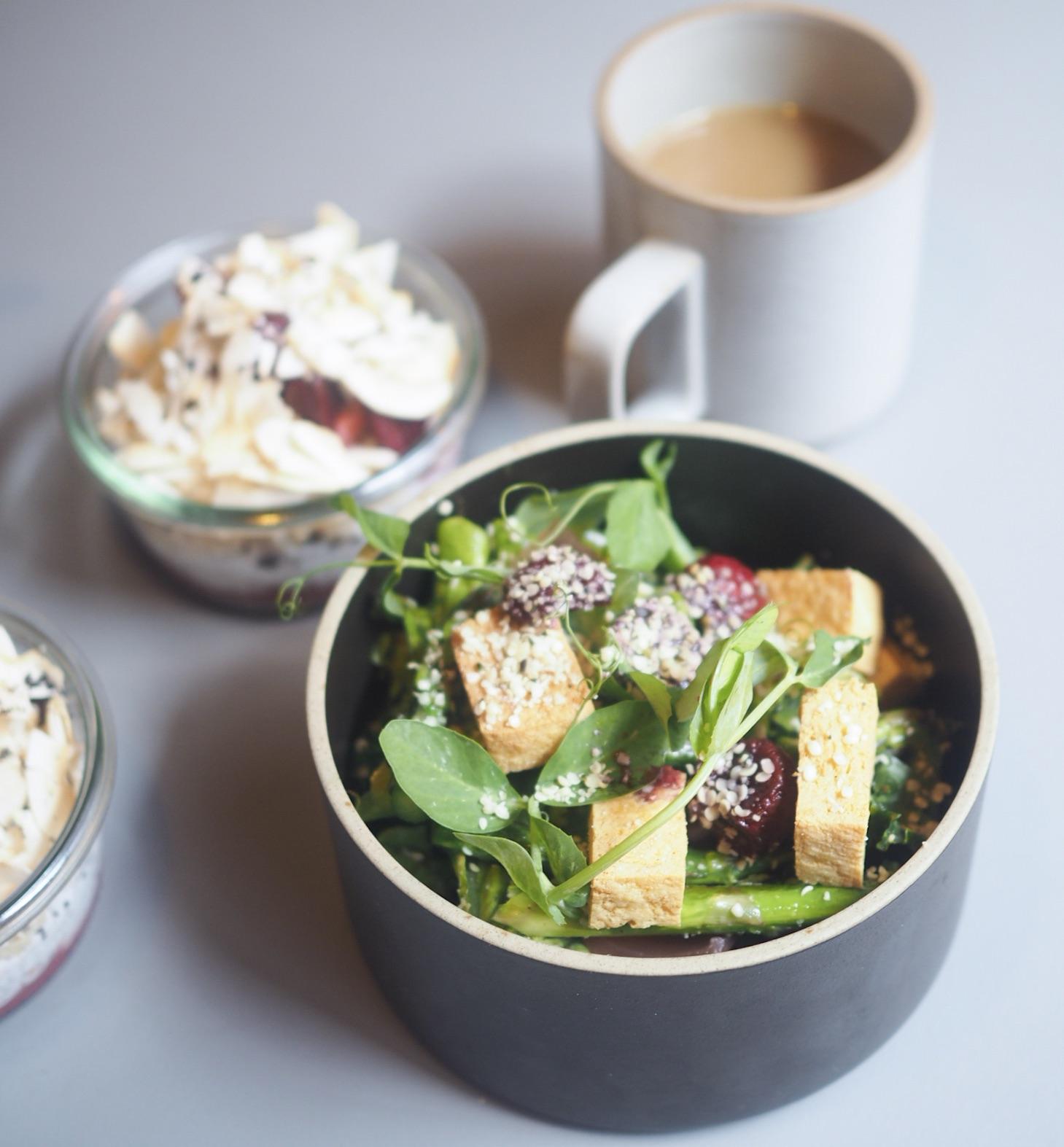 tofusalat på hyggestund. Sund og vegetarisk morgenmad på Vesterbro