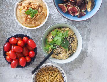 Æble / karry hummus opskrift, tomater, peanutbutter hummus, figner og solsikkekerner