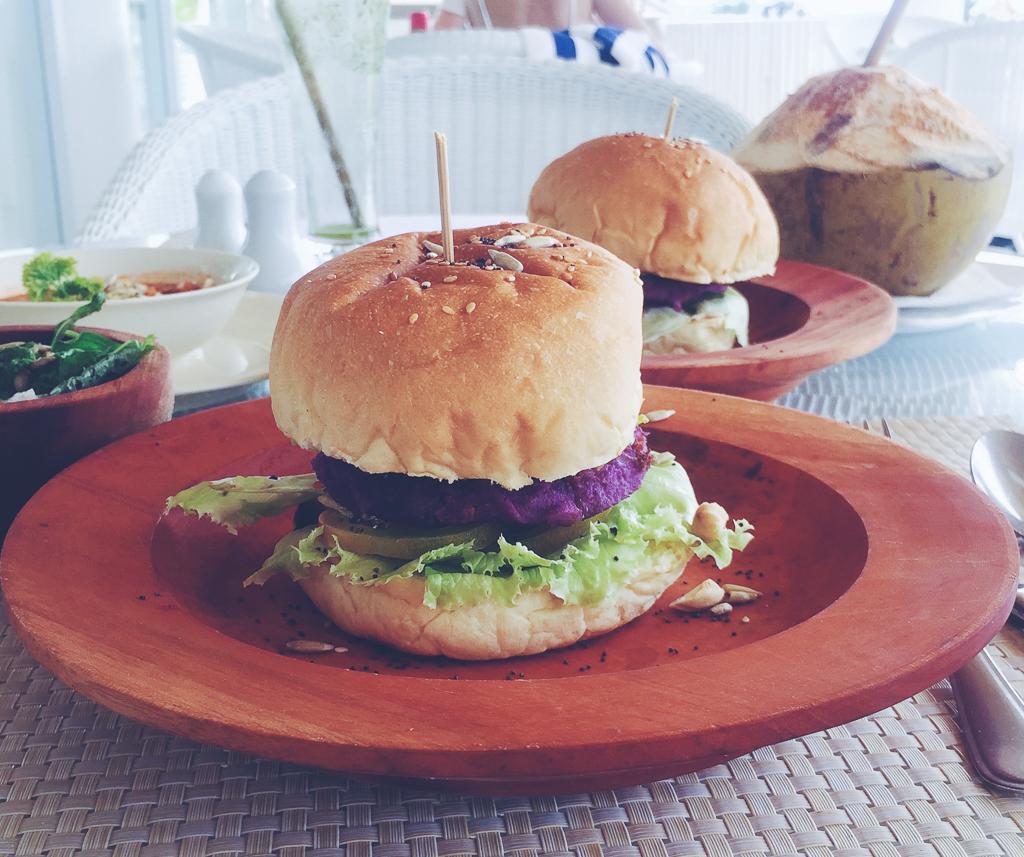 Vegetarburgere på gili meno ved seri resorts restaurant