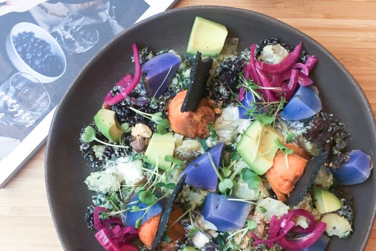 salat bowl og kombucha i København