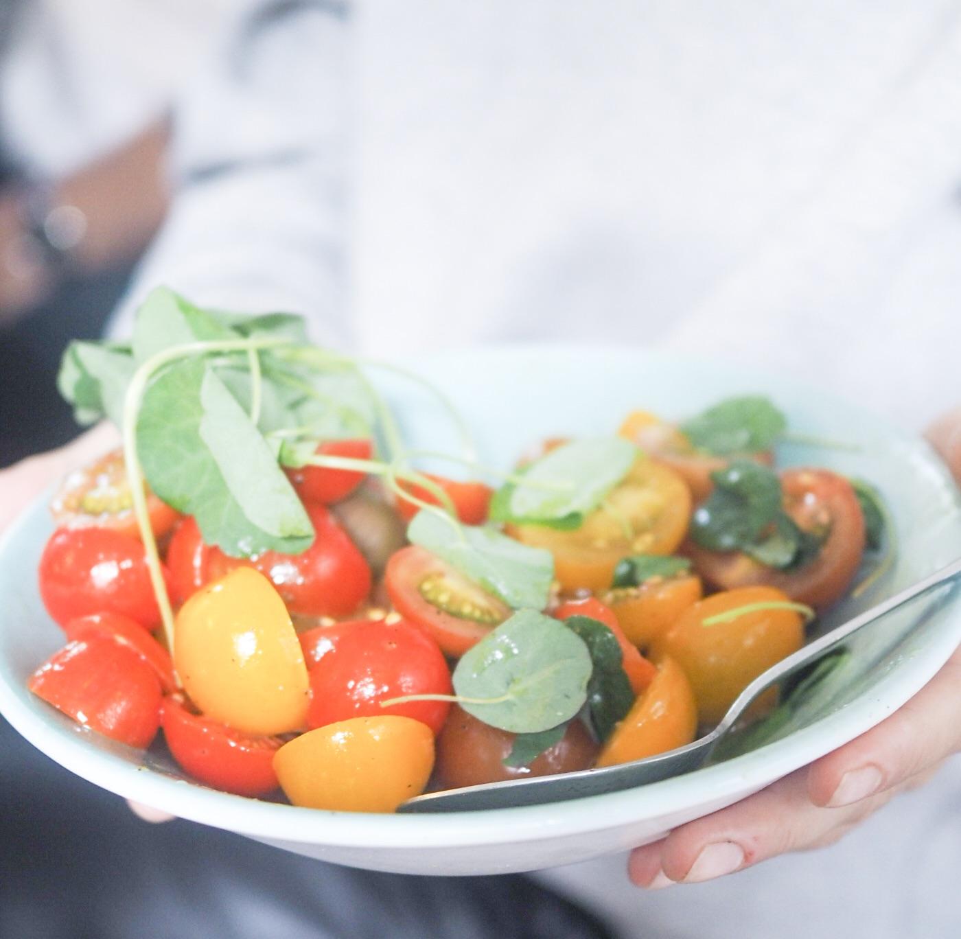 salat tomater aarstiderne