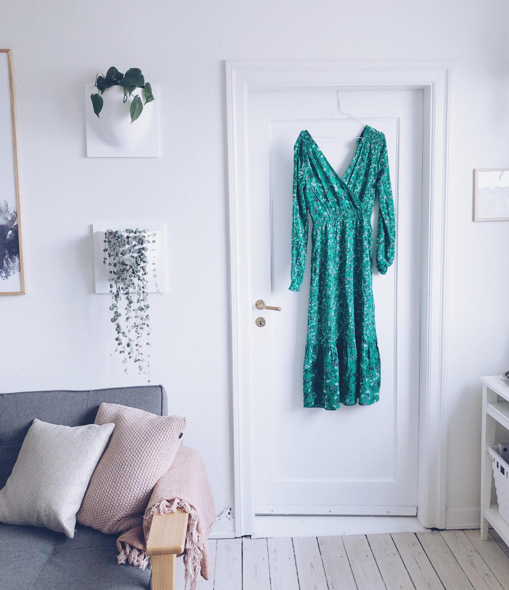 4f769e0e8 Man har et standpunkt.. Til man ser en grøn blomstret kjole ...